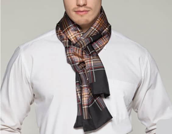 Populære halstørklæder til mænd sat ned på nettet